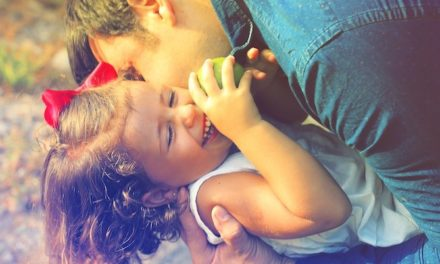 Używanie języka ojczystego i emocjonalne korzyści dla rodziny